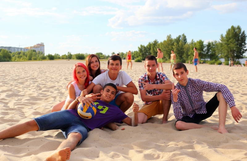 group-of-teens-at-the-beach